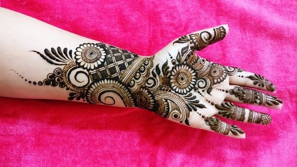 Arabic Mehndi Design with Twist
