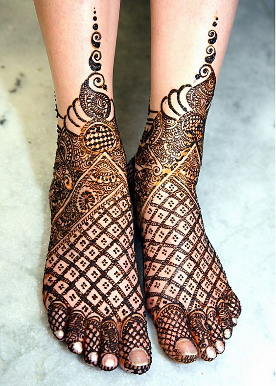 Beautiful Arabian Feet Mehndi Design