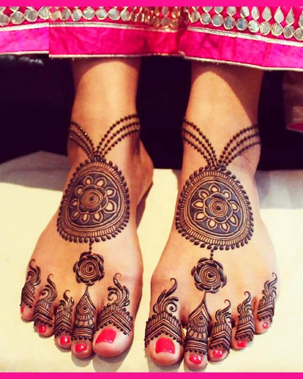 Beautiful Arabic Mehendi Design for the Feet