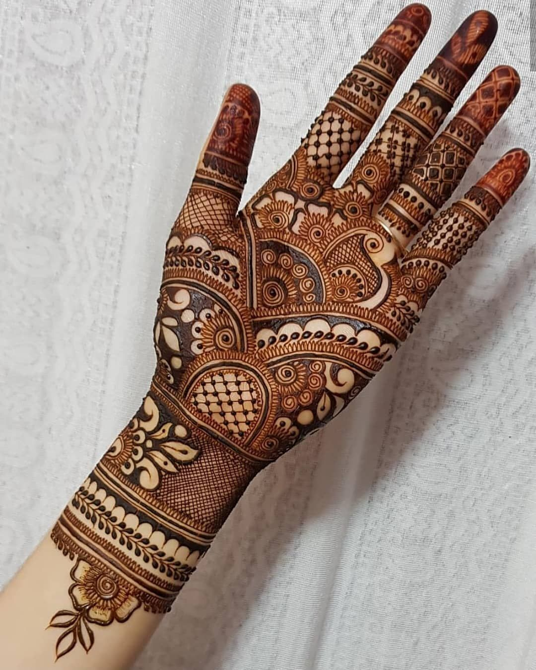 Beautiful Latest Motif Mehndi Design