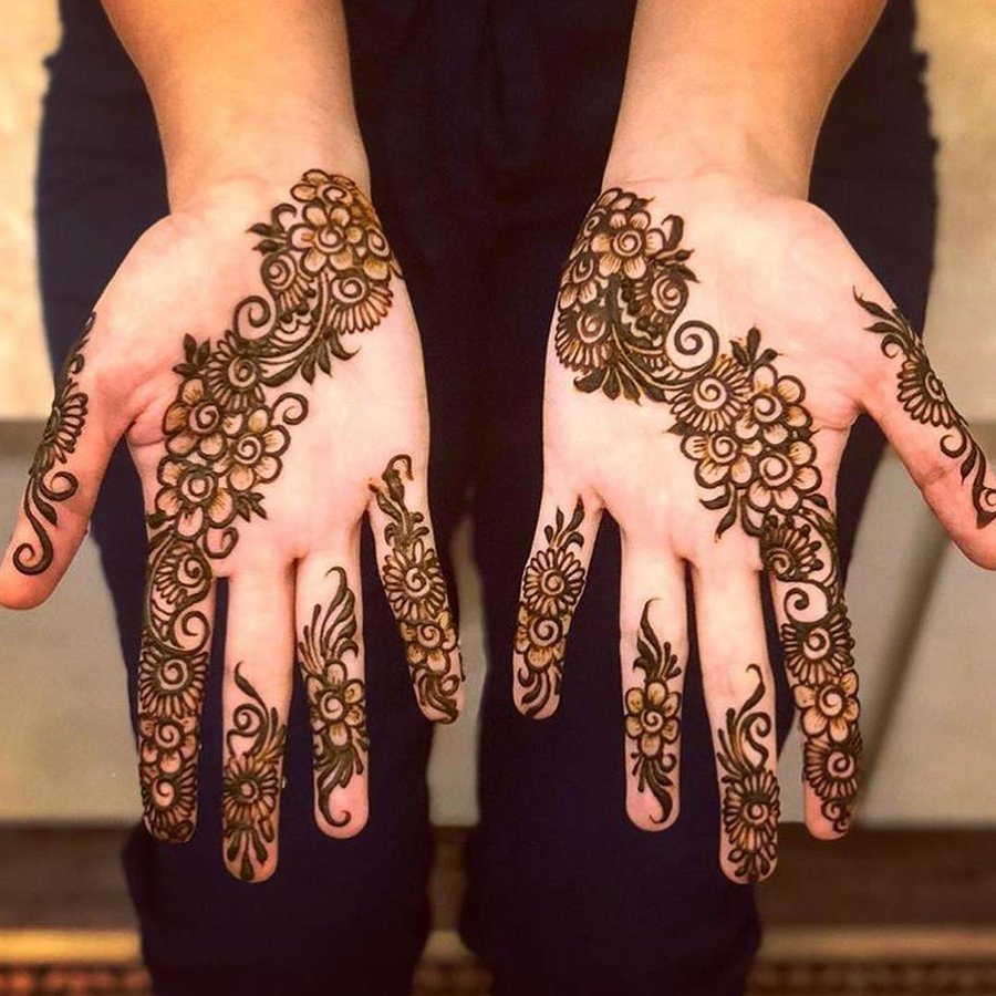 Captivating-Arabian-Mehndi-Design-for-Half-Hand