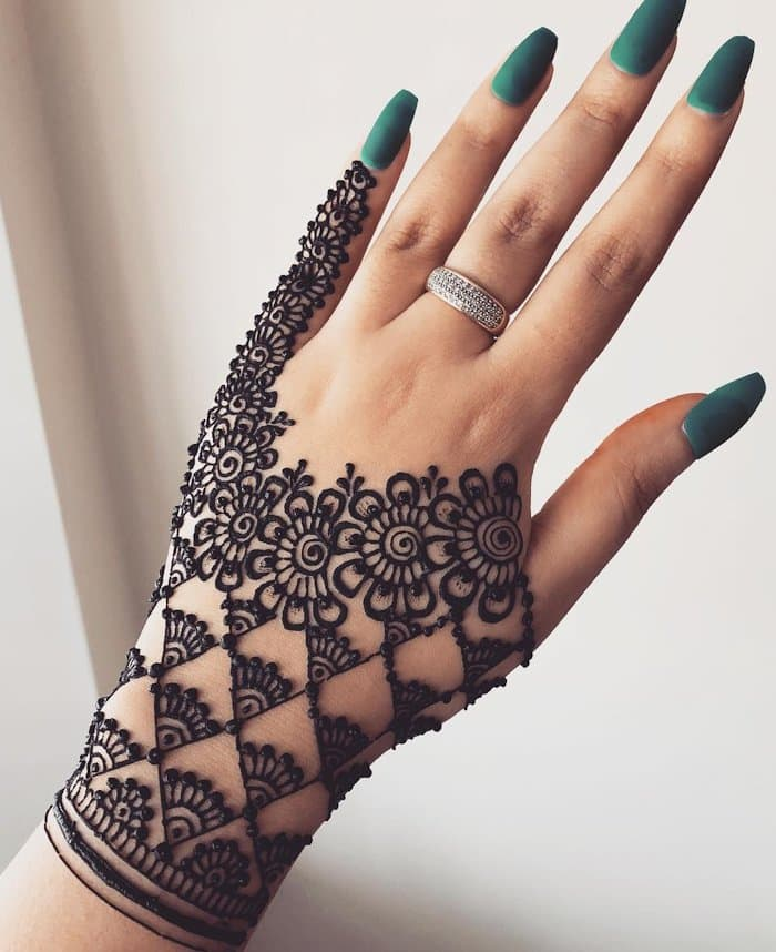 Different Arabic Mehndi Design for Back Hands