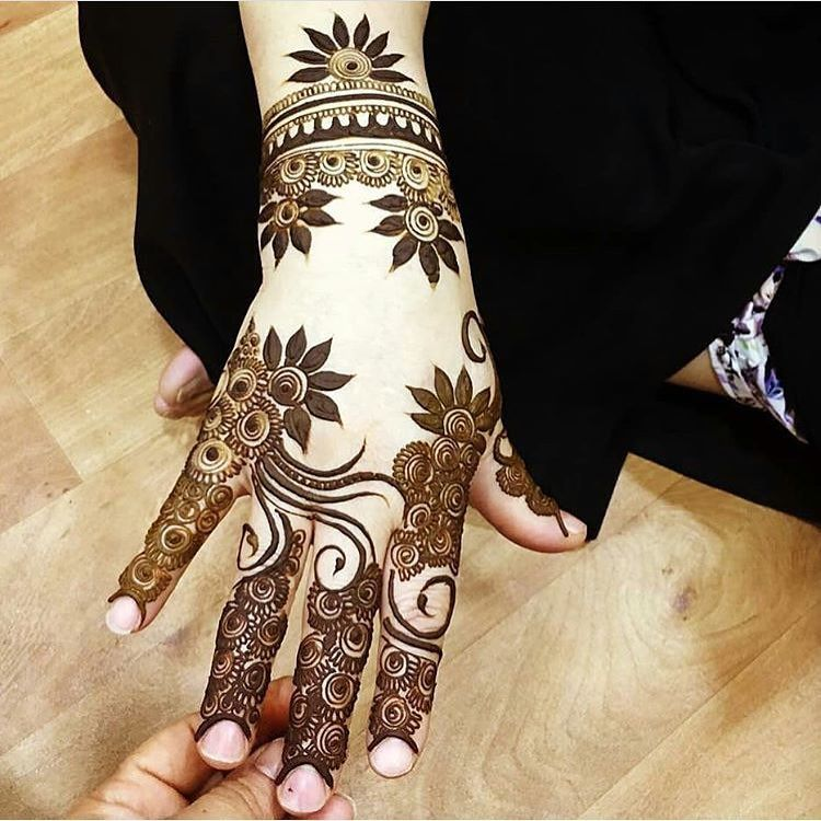 Floral Arabic Style Mehandi Design