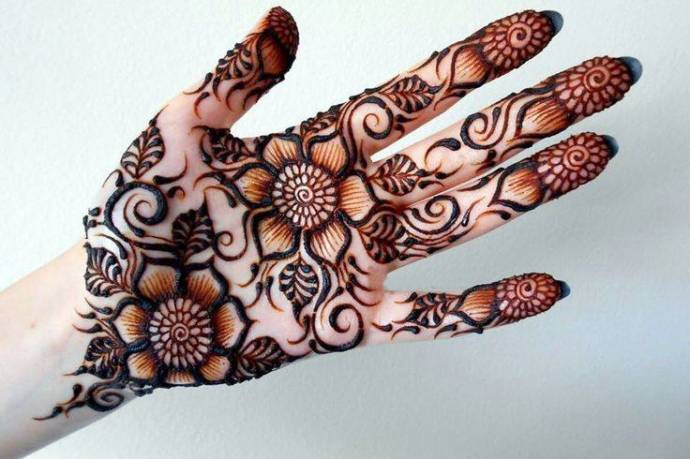 Flower Based Arabic Mehndi Design