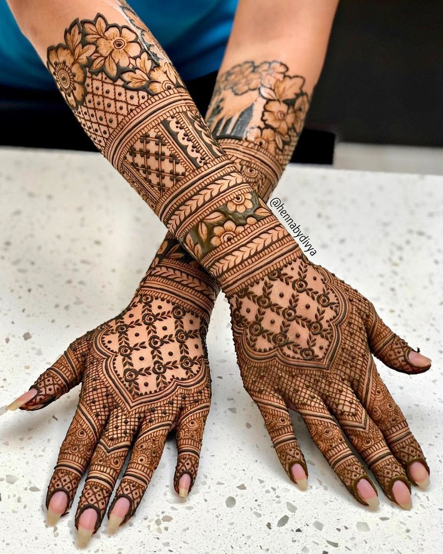 Full- Back Hand Arabic Mehndi Design