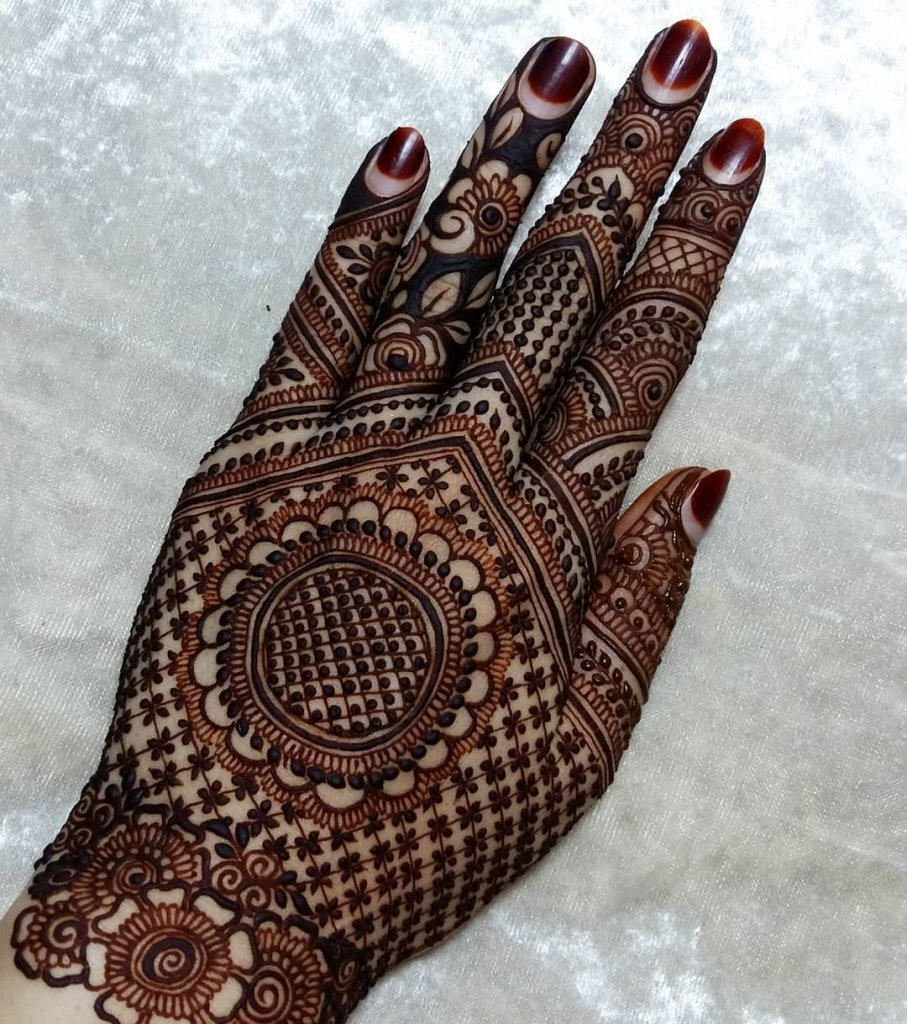 Heavily Checkered Back Hand Mehndi Design