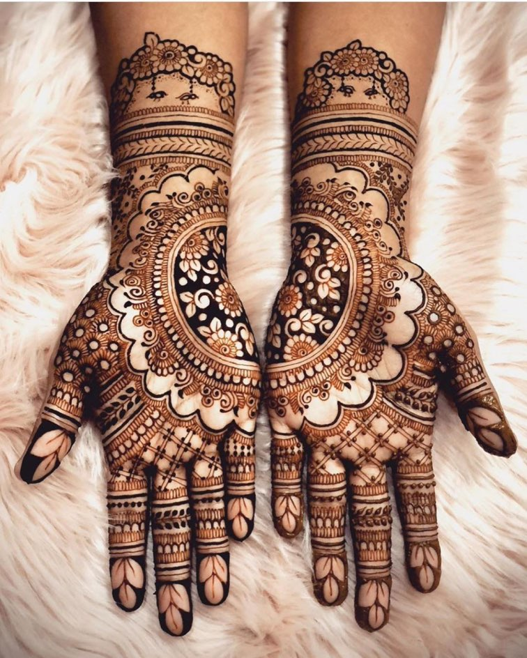 Intricate Arabic Mehndi Design