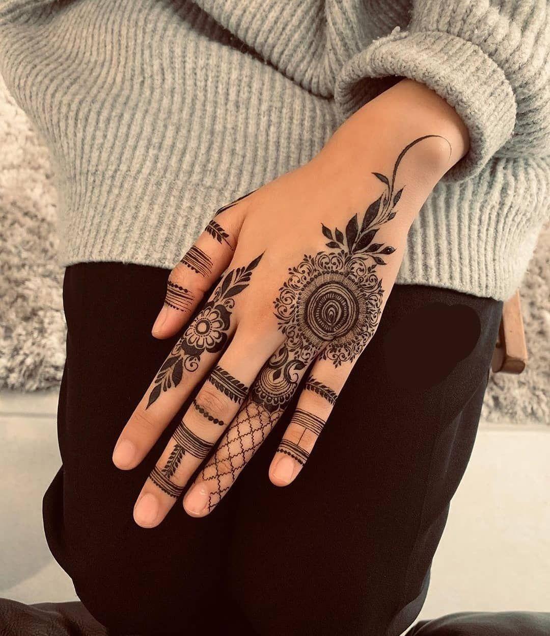 Intricate Floral Mehndi Design