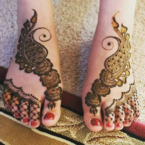 Simple Arabic Mehandi Designs on Legs
