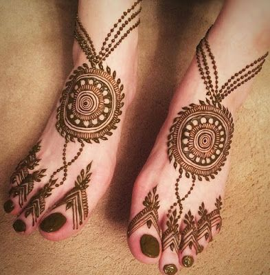Simple Arabic Mehndi Design for Feet