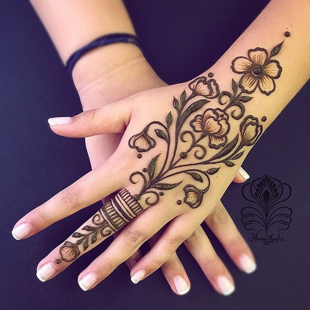 Simple Shaded and Glitter Henna Mehndi