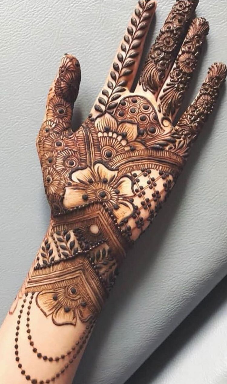 Traditional Arabic Mehndi Design